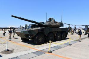 16式機動戦闘車の地上展示