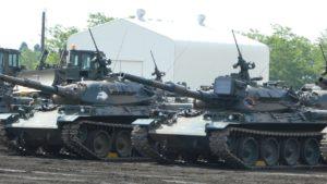 待機する74式戦車