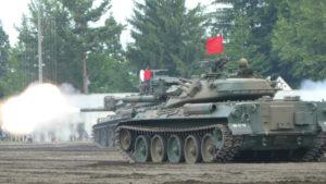 発砲する74式戦車