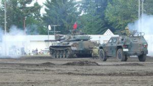 白煙を上げる74式戦車