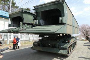 地上展示の91式戦車橋