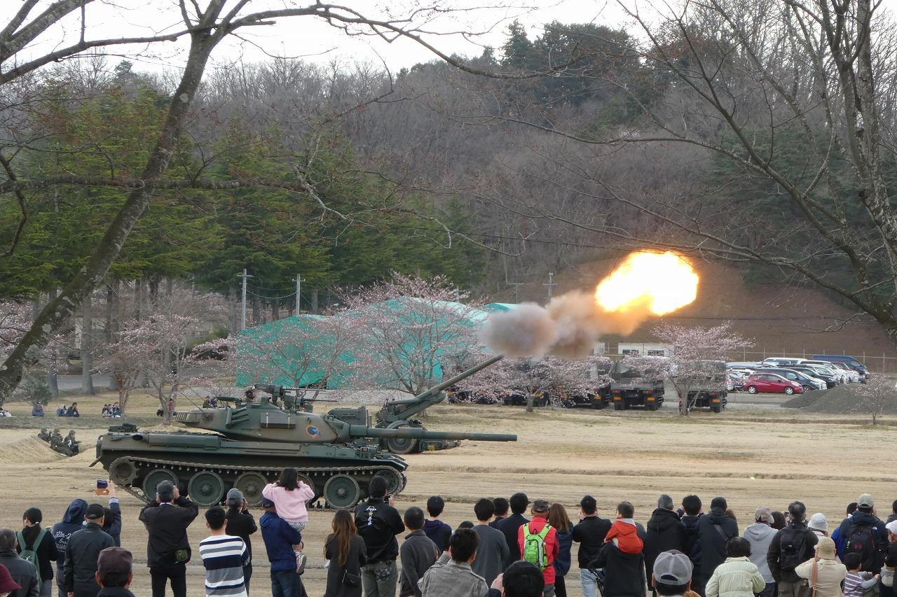 155mmりゅう弾砲FH70の射撃