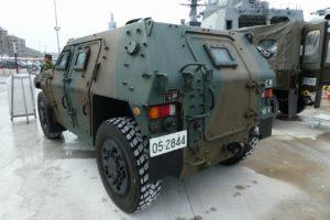 地上展示の軽機動装甲車後方