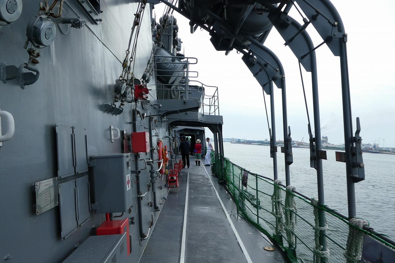 護衛艦すずつきの通路
