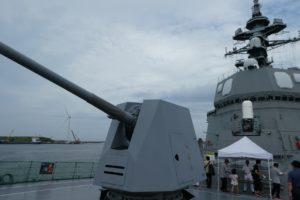 護衛艦すずつきの主砲側面