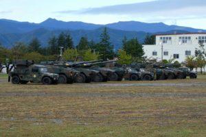 整列する16式機動戦闘車