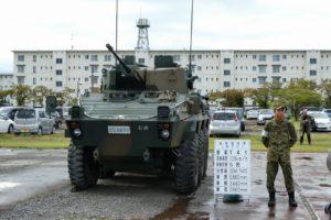 展示される87式偵察警戒車
