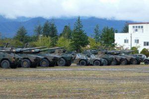 大和駐屯地に並ぶ16式機動戦闘車