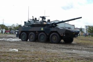 走行する16式機動戦闘車