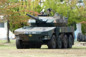 緑に映える16式機動戦闘車