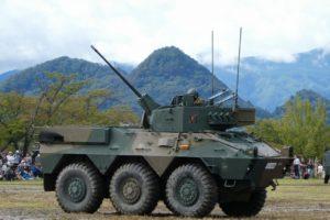 砲塔を動かす87式偵察警戒車