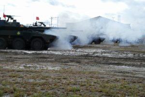 発砲する16式機動戦闘車