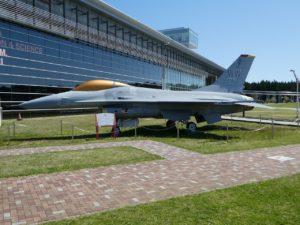 F-16Aファイティングファルコンの側面