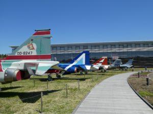 青空広場の軍用機展示