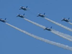 ブルーインパルスの6機編隊