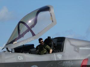 F-35に搭乗する米軍パイロット